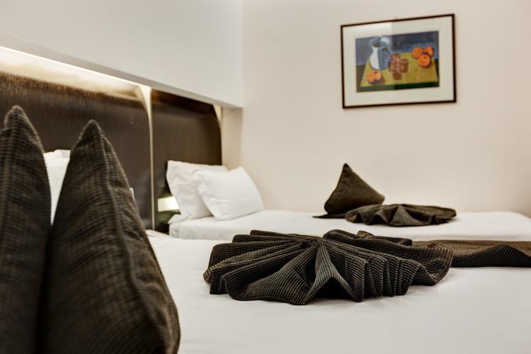 Camere triple best western hotel universo 4 stelle roma for Planimetrie della camera da letto della suite matrimoniale